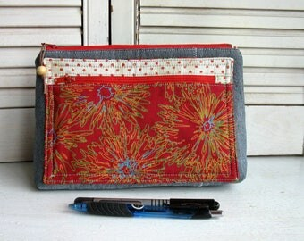 Large flat bottom case with two sections closed by a zipper closure, makeup bag, pencil case, medical kit, Desktop Organization
