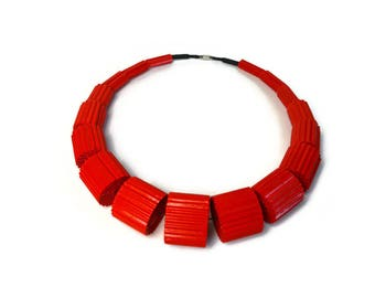 Red Necklace LUNA MEDIUM made of Corrugated Cardboard