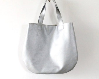 Silver leather tote, metallic tote bag, silver tote bag in vegan leather bag, hobo bag leather, round handbag, personalized bags, yoga tote