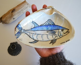 Bluefin Tuna Ring Dish Holder, Fathers Day Gift, Mens Ring Holder, Fishing Gift For Men, Hand Drawn Fish Art on a Jumbo Shell
