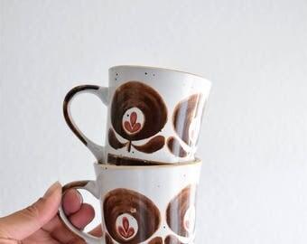 set of 2 ceramic stoneware coffee mugs / brown flowers floral