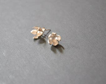 flower sterling silver stud earrings - MOGNO Collection