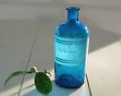 1 Large French antique apothecary jar - pharmacy bottle - Turquoise glass - engraved label - Curio cabinet- benzine