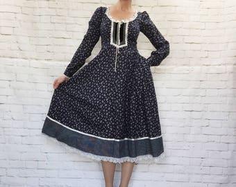 Vintage 70s Gunne Sax Calico Navy Floral Peasant Prairie Midi Dress S M Lace Trim Pockets Lace-Up