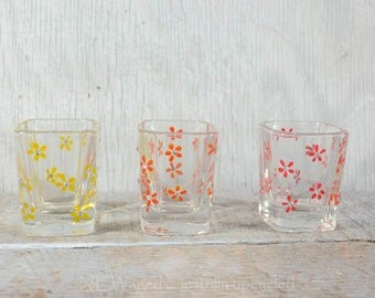 Shot glasses, set of 3 Fun flower trio with sparkling swarovski crystals