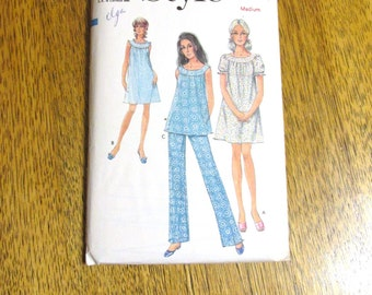 VINTAGE Burlesque Night Dress & Pajama Pants - Pretty, Romantic Nightie - Size Medium (12 - 14) - VINTAGE Sewing Pattern Style 3047
