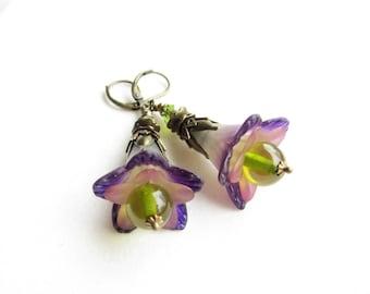 Ohrringe,earrings,Lucite Flower Earrings,Victorian Earrings,Boho Earrings,Dangle Earrings,trumpet flower earrings,romantic earrings