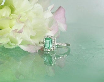 Unique Halo Ring ,Green Gemstone Ring, Green Tourmaline Ring, Halo Ring, Halo Gemstone Ring, Tourmaline Ring, Natural Tourmaline, Green Ring