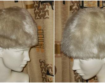 DEADSTOCK Vintage Faux Fur Hat 1960s 70s Silver White Fake Fur Pouf Hat NWT Unworn Corso Austria Winter Faux Mink Mod 21.5 in