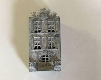 Dollhouse Miniature  1/144th Scale Metal Unpainted House (JV)
