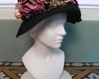 1970s Vintage black hat with flowers