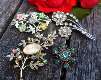 Group of four vintage Diamante brooches