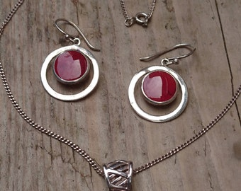 Sterling silver red enamel pendant and chain with earrings
