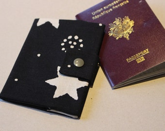 Protects passport with closing stars by pressure