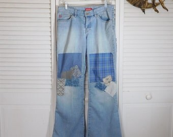 """Hippie Clothes Patched Denim Jeans Upcycled Ditty Jeans Hidden Stash Pocket Baggy Leg 34"""" Waist 8 1/2"""" Rise Destroyed Size 7 Woodstock"""