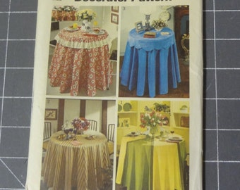 UNCUT  and UNUSED Vintage 5771 Simplicity  Decorator Pattern Copyright 1973