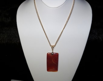 A Beautiful Multi-Colored Onyx Agate Pendant Necklace. (201793)