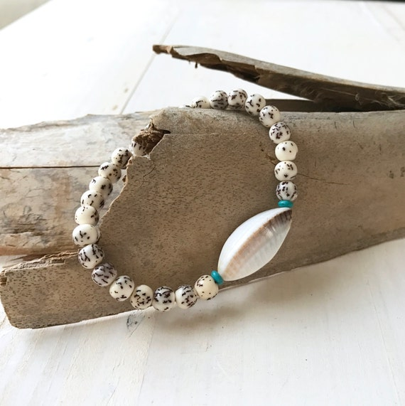 Day At The Beach Bracelet, White Kaccoi Shell Stretch Bracelet, Ilpil Seed And Shell Bracelet, Nature Inspired Jewelry, Yoga Jewelry