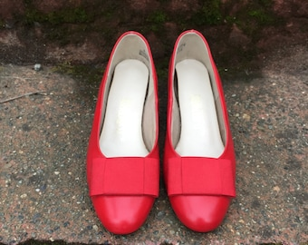 80s Red Shoes. 1980s Heels / Pumps with Large Bow. Leather. Size 6.
