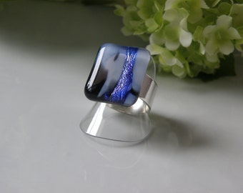 Dichroic glass ring, adjustable, hand made in québec, craftsman, unique piece