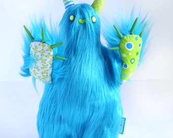 Mobbo the monster of hugs, Junco