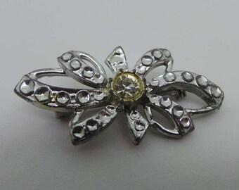 Vintage brooch - Silver bow twist brooch