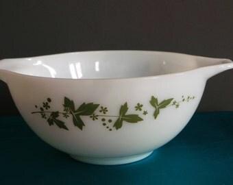 JAJ  green pyrex hawthorn pattern cinderella mixing bowl, Vintage kitchen