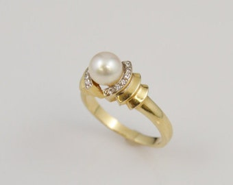 14k Yellow Gold Diamond & Pearl Ring Size 6.75