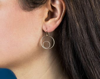 Minimalist Circle Earrings in Gold or Sterling Silver, Twisted and Smooth Circle Ear Pendants, Small Hoop Earring Dangles Simple Bridal