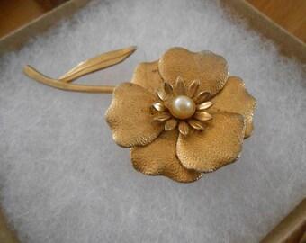 Vintage Golden Metal Flower Brooch