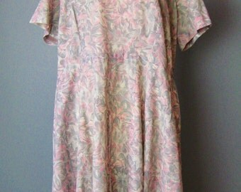 Gray and Pink Dress / Vtg 50s / Abstract floral print plus size vintage dress in gray and pink with soutache decoration
