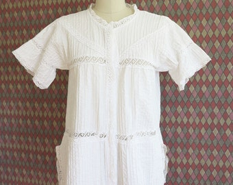 70s vintage white hippie lace trim peasant short sleeve blouse// small medium