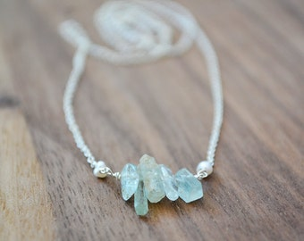 tiny aquamarine necklace  ///  dainty raw aquamarine sticks and freshwater seed pearls - simple everyday jewelry /// march birthstone