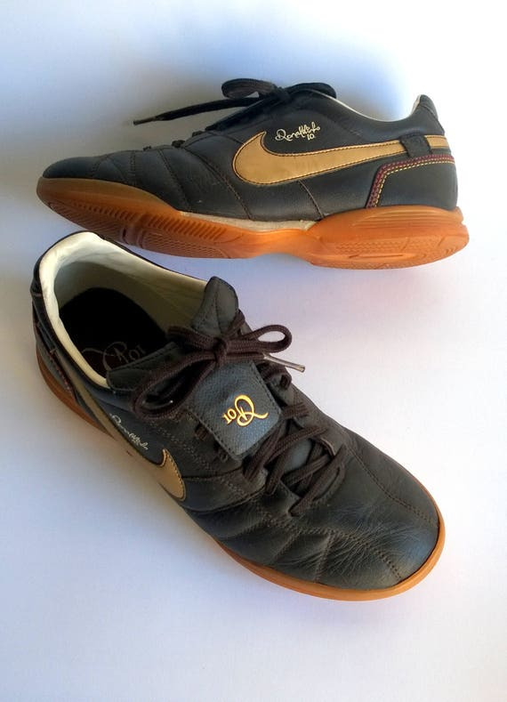 Brown NIKE leather low top trainers vintage football shoes