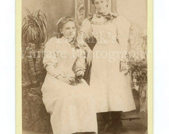 Cabinet Card Phot Two Young Victorian Pretty Women Girls Sisters (?) Portrait - Memorial Studio Stellenbosch South Africa - Antique Photo