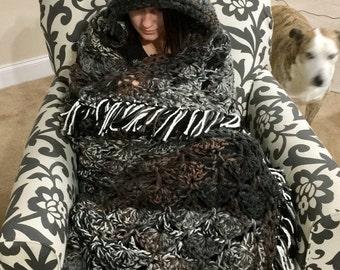 Large hooded owl blanket