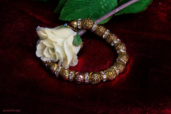 Vitnage Stretch Bracelet from Golden Color Metal Roses