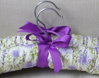 Pretty padded coathangers - set of 2. Padded coathangers covered in beautiful lavender flowers. Special coathangers for delicate clothes.