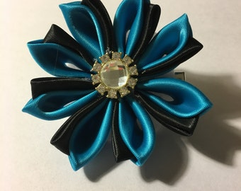 Black and blue kanzashi hair clip