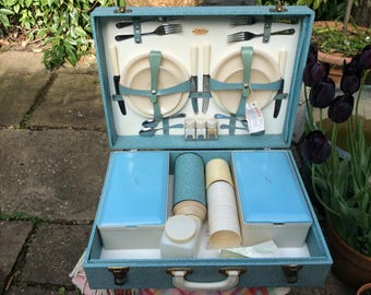 A Lovely Vintage Sirram 1950s Blue Hardcased Picnic Hamper for 4 People.