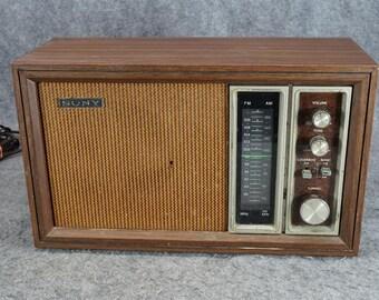 Sony TFM-9450 W Solid State AM/FM Radio With Plug