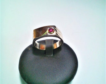 Emerald Ruby Sapphire cabochon ring choice made of silver and yellow gold