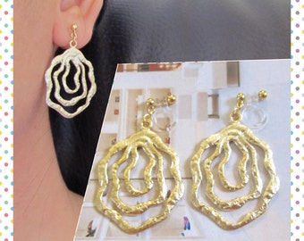 Clipons, Matte Gold Hammered Wave Modern Clip on Earrings D16G Clip on Dangle Earrings Non Pierced Earrings Drop Earrings Invisible Clip ons