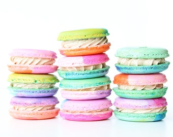 24 Macarons, French Macarons, Dessert Ideas, Gift Ideas, Pretty Macarons, Pretty Dessert, Sweet Treats, Party Favors, Macaroons, Cookies