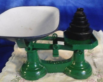 Green Kitchen Scales with 7 Weights and Enameled Dish