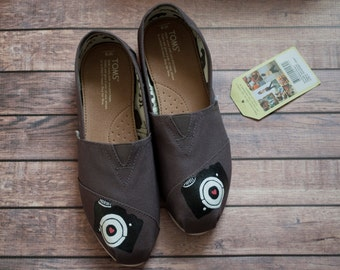 Hand Painted Photographer's Women Toms