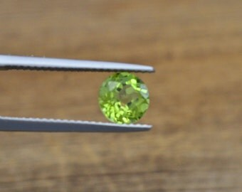 Genuine Peridot 1.28 Carats, Round Cut, 6.55 mm