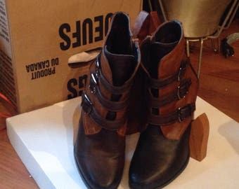 Boots/booties / Size 7 M / woman boots, boots leather/Booties 2 tone / wood/never worn heels