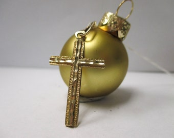 ONE Solid 14K Yellow Gold Cross Pendant