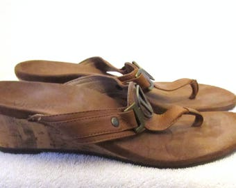 Women's Vintage Brown,Orthoheel Wedge Type THONG Sandals By VIONIC.7